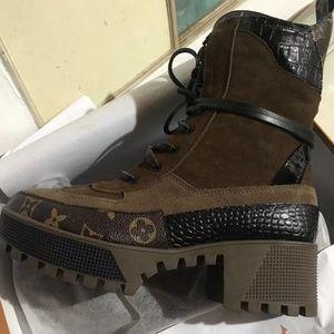 ladies low cut boots
